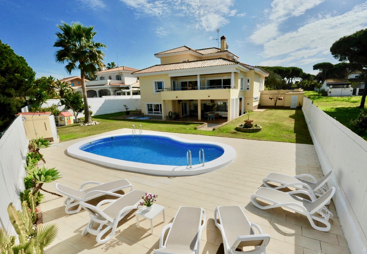 Novo, Large and luxury villa in Chiclana de la Frontera, Andalusia, Spain  with private pool for 12 persons.....