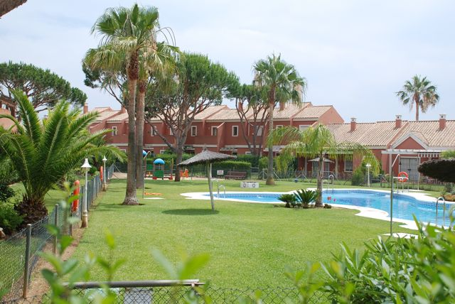 Mariposa Francias, Modern and comfortable apartment  with communal pool in Chiclana de la Frontera, Andalusia, Spain for 4 persons.....
