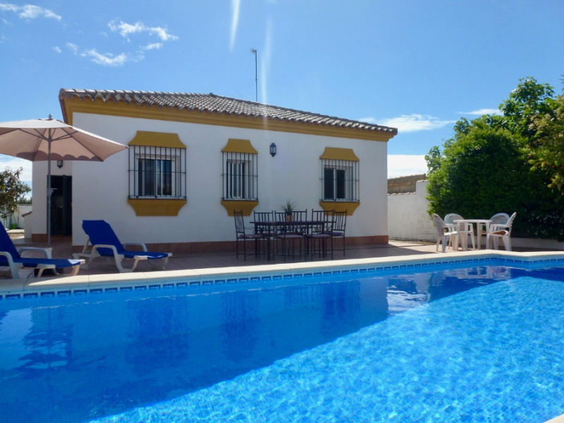 Bonja, Villa  with private pool in Chiclana de la Frontera, Andalusia, Spain for 6 persons.....