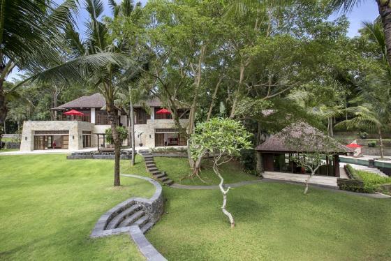 The Sanctuary 8BR,Grote en luxe villa in Canggu, op Bali, Indonesië  met privé zwembad voor 16 personen...