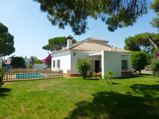 Lia, Classic and comfortable villa  with private pool in Chiclana de la Frontera, Andalusia, Spain for 11 persons.....