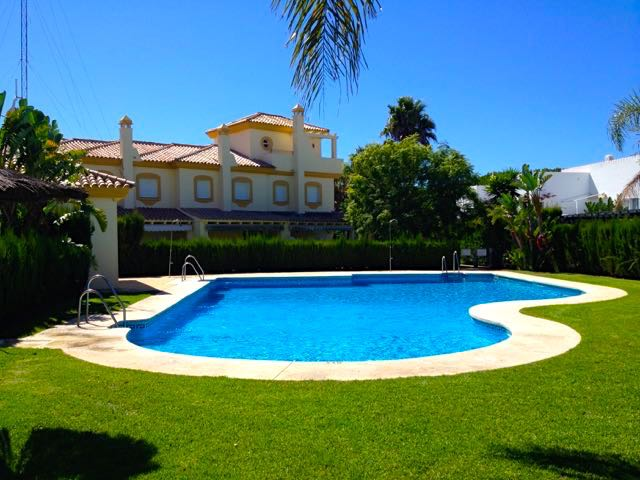 Brisamar Golf No 6, Lovely and comfortable house in Chiclana de la Frontera, Andalusia, Spain  with communal pool for 6 persons.....