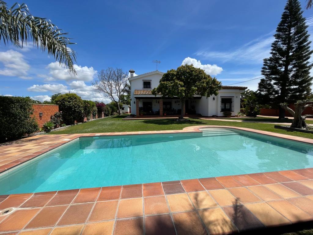 Monteblanco,Villa  con piscina privada en Chiclana de la Frontera, Andalucía, España para 10 personas.....