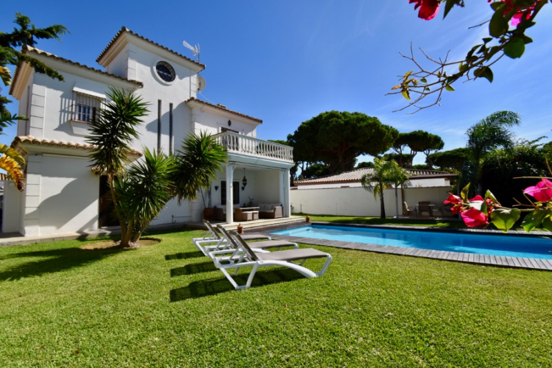 Morales, Wonderful villa  with private pool in Chiclana de la Frontera, Andalusia, Spain for 6 persons.....