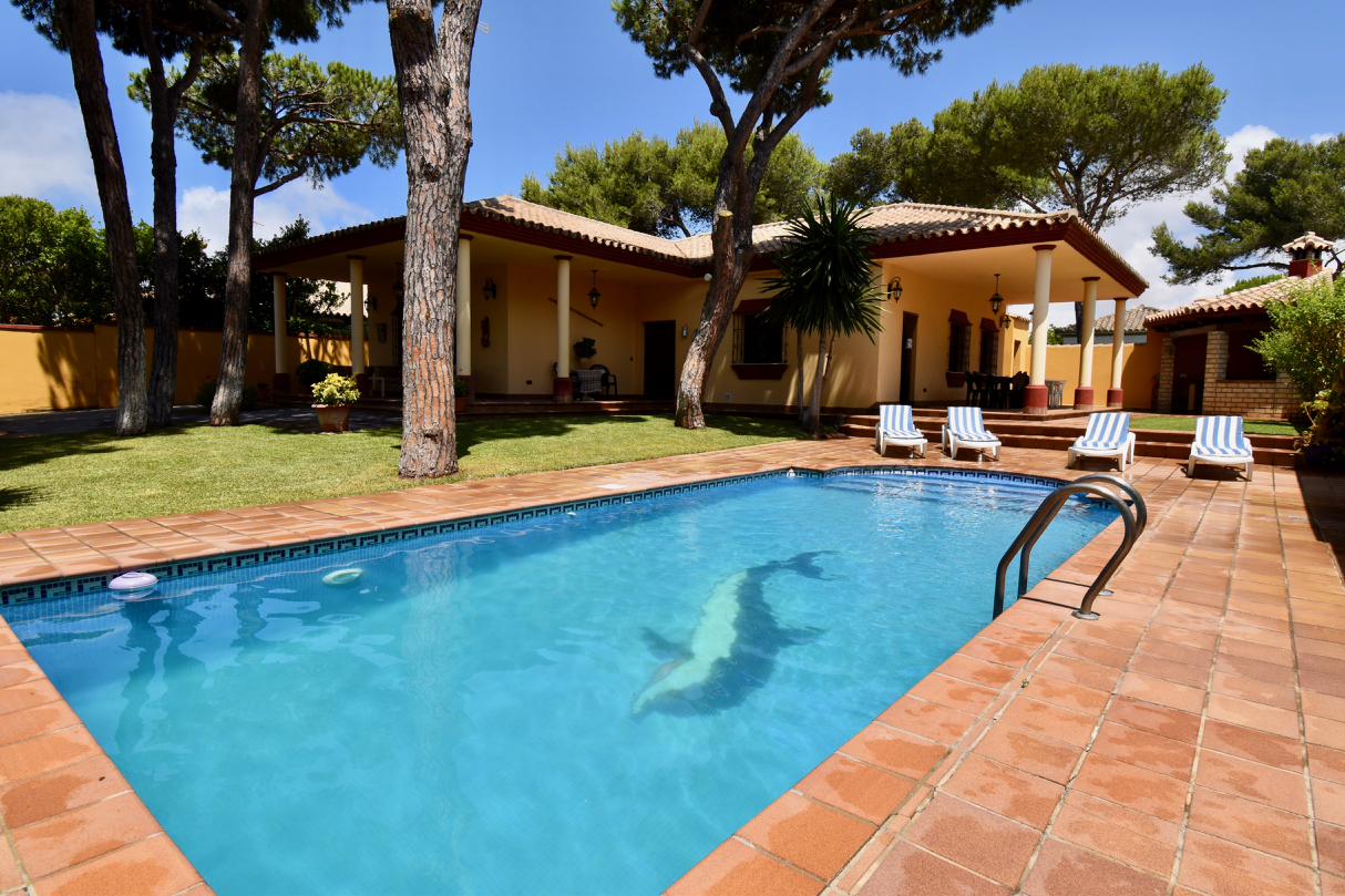 Pinto, Villa in Chiclana de la Frontera, Andalusia, Spain  with private pool for 8 persons.....