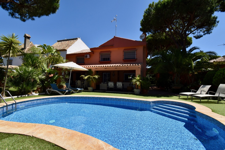 El Castillo,Villa  con piscina privada en Chiclana de la Frontera, Andalucía, España para 16 personas.....