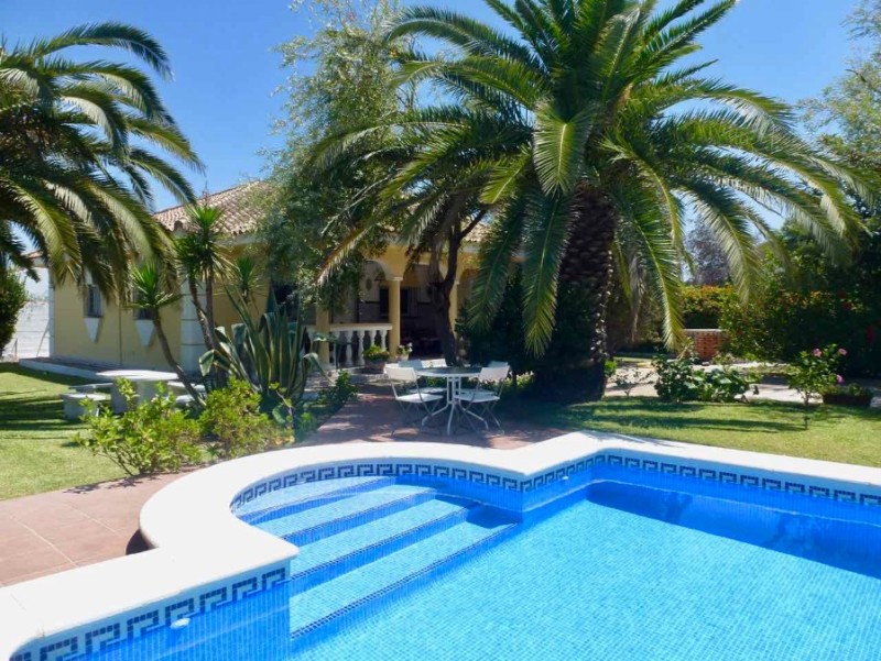 Halcon, Villa  with private pool in Chiclana de la Frontera, Andalusia, Spain for 6 persons.....