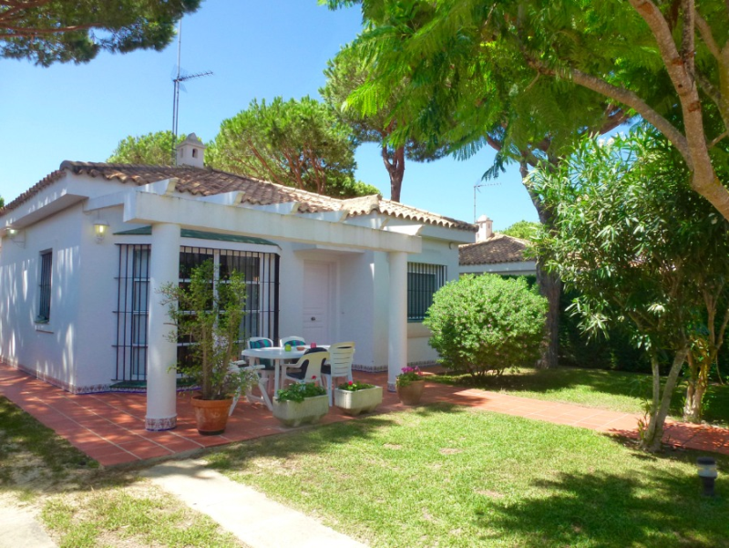 Proa, Lovely and comfortable villa in Chiclana de la Frontera, Andalusia, Spain  with private pool for 6 persons.....