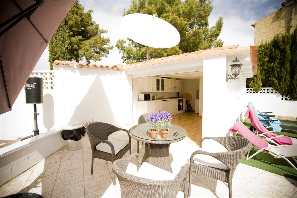 Villa de la Paz 6, Large and cheerful holiday home in La Nucia, on the Costa Blanca, Spain  with private pool for 6 persons.....