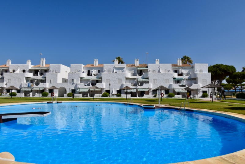 Acuario, Beautiful and comfortable apartment  with communal pool in Chiclana de la Frontera, Andalusia, Spain for 5 persons.....
