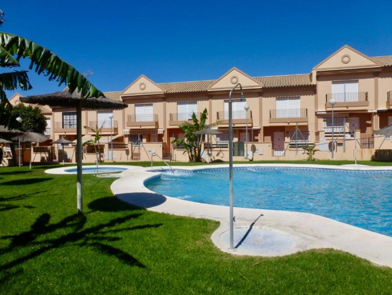Al Andalus,Bel appartement confortable  avec piscine communale à Chiclana de la Frontera, Andalousie, Espagne pour 5 personnes.....