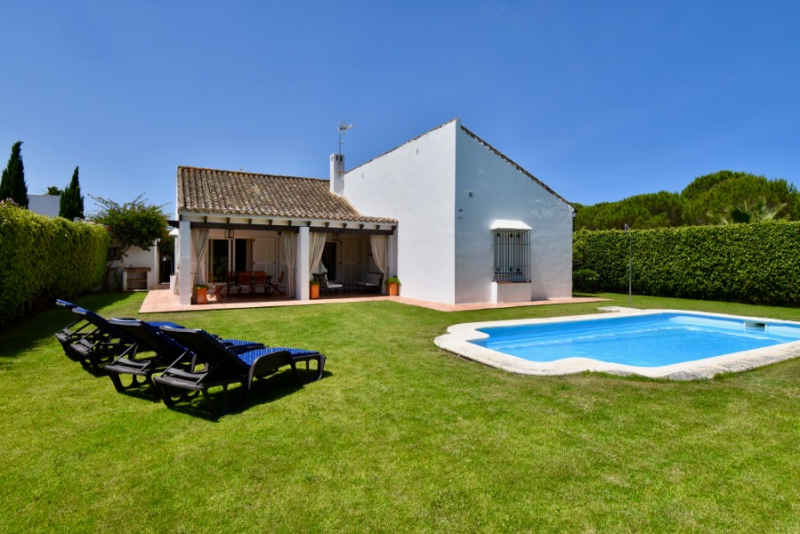 Los Robles, Beautiful and classic villa  with private pool in Chiclana de la Frontera, Andalusia, Spain for 8 persons.....