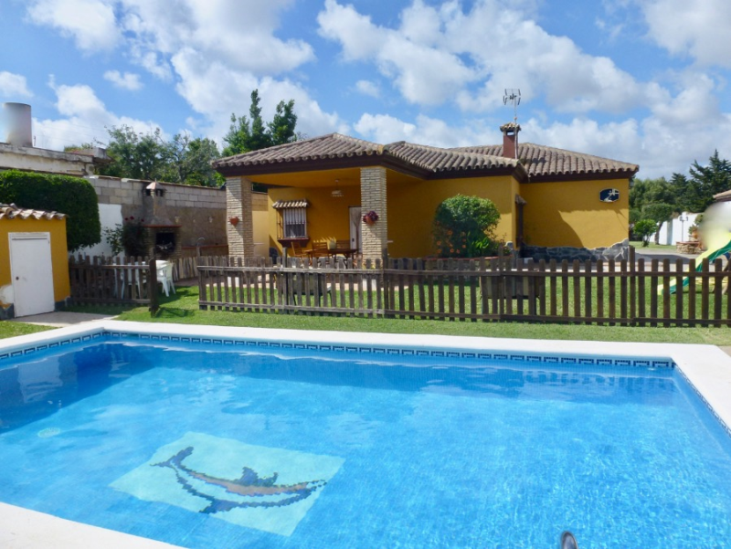 Ampari, Rustic and comfortable villa  with private pool in Chiclana de la Frontera, Andalusia, Spain for 9 persons.....