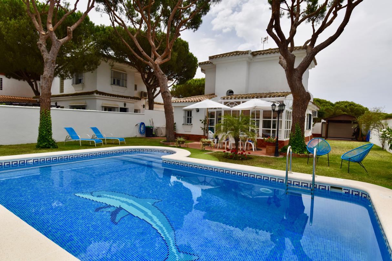 La Mesana,Villa  con piscina privada en Chiclana de la Frontera, Andalucía, España para 6 personas.....