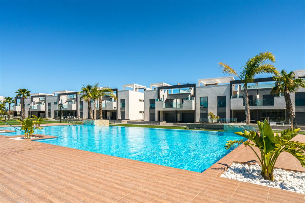 Lila,Modern and comfortable apartment  with communal pool in Guardamar, on the Costa Blanca, Spain for 6 persons.....