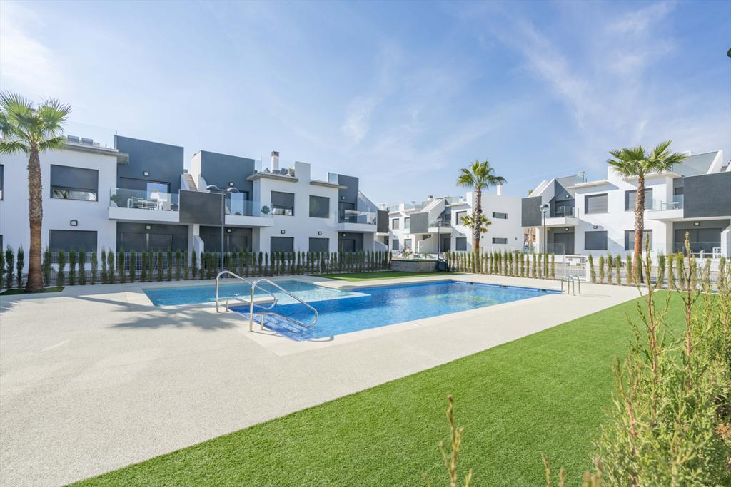 Apartment tulipanes,Apartamento grande y gracioso  con piscina comunitaria en Pilar de la Horadada, en la Costa Blanca, España para 4 personas...