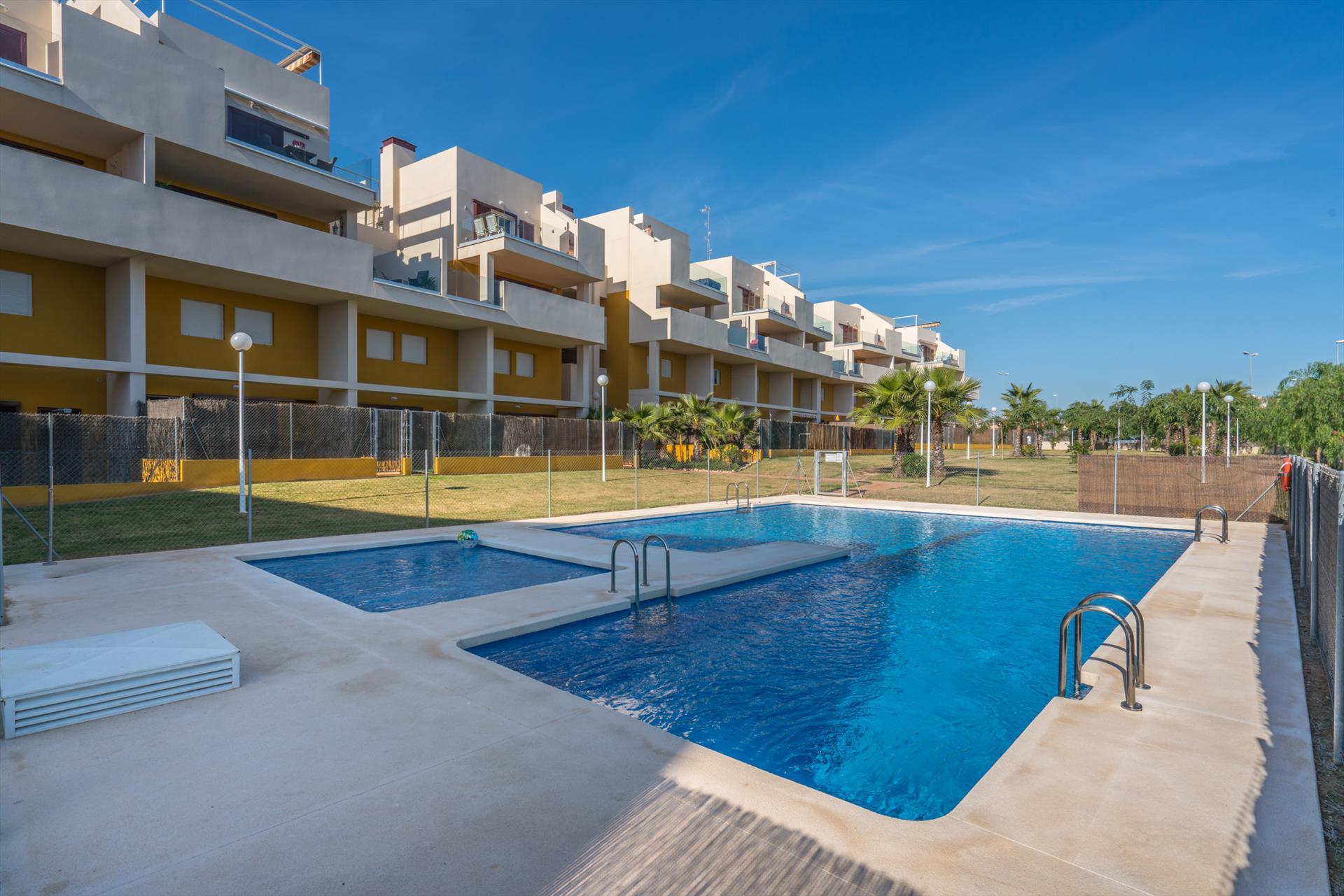 Apartment peonias,Apartamento grande  con piscina comunitaria en Orihuela Costa, en la Costa Blanca, España para 6 personas...