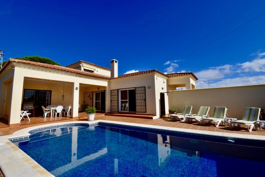 San Paul, Villa in Chiclana de la Frontera, Andalusia, Spain  with private pool for 6 persons.....