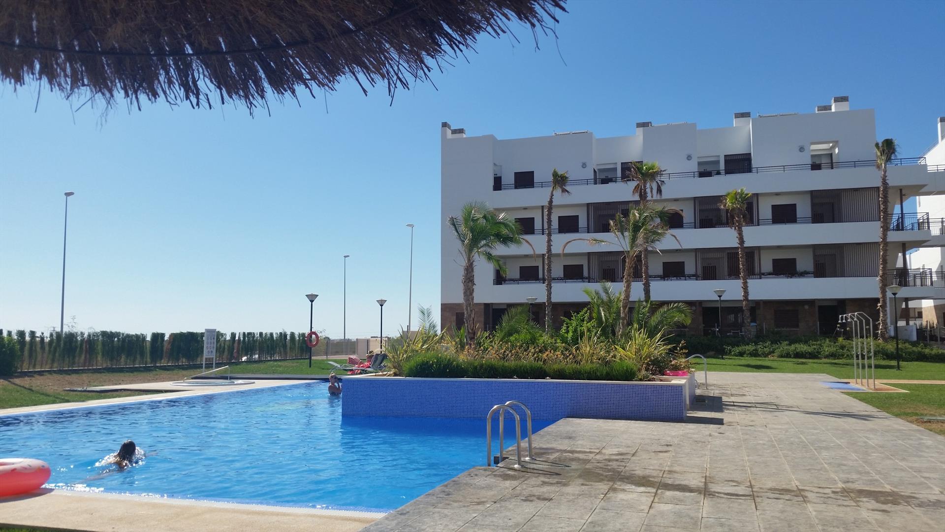 Apartment fresa,Apartamento moderno  con piscina comunitaria en Orihuela Costa, en la Costa Blanca, España para 4 personas...