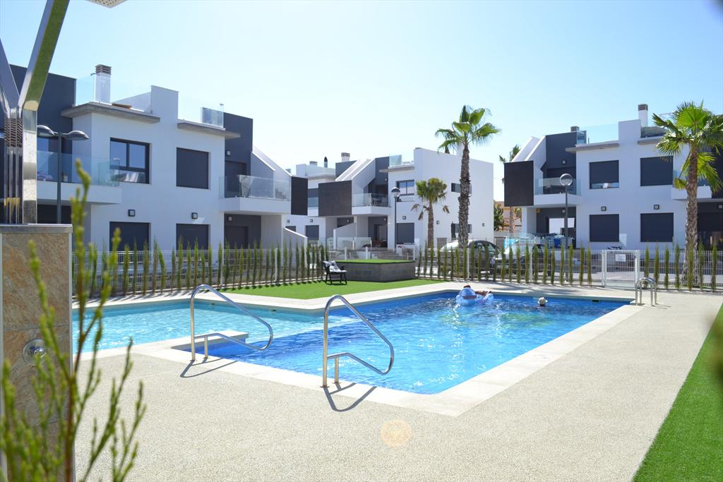 Sandia, Large and nice apartment  with communal pool in Pilar de la Horadada, on the Costa Blanca, Spain for 4 persons.....