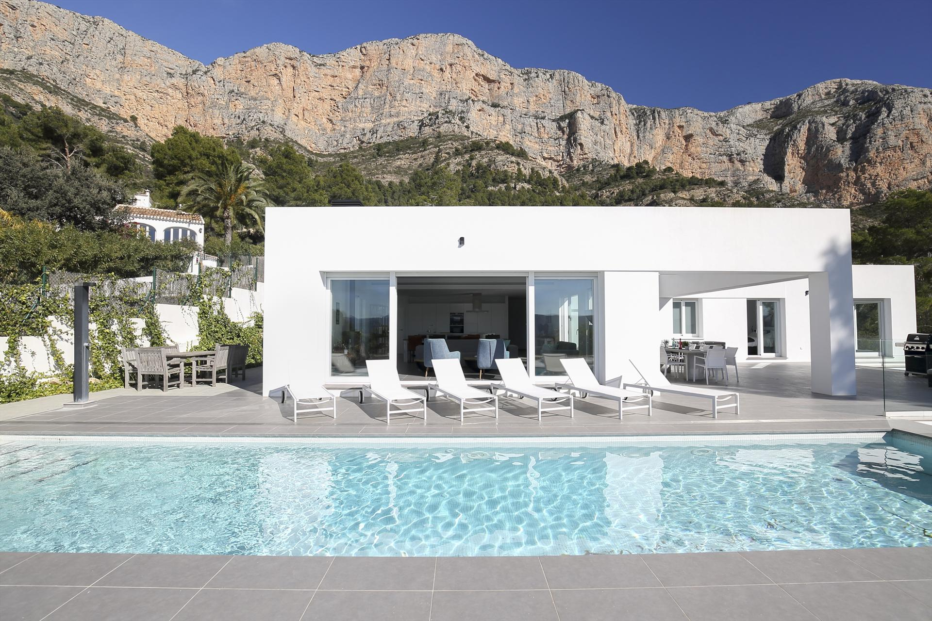 Montgo Rojo,Villa moderna y de lujo en Javea, en la Costa Blanca, España  con piscina privada para 10 personas...