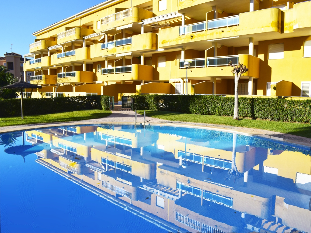 AP2213 Gran Terraza en Planta Baja con Piscina, Classic and comfortable apartment  with communal pool in Denia, on the Costa Blanca, Spain for 6 persons.....
