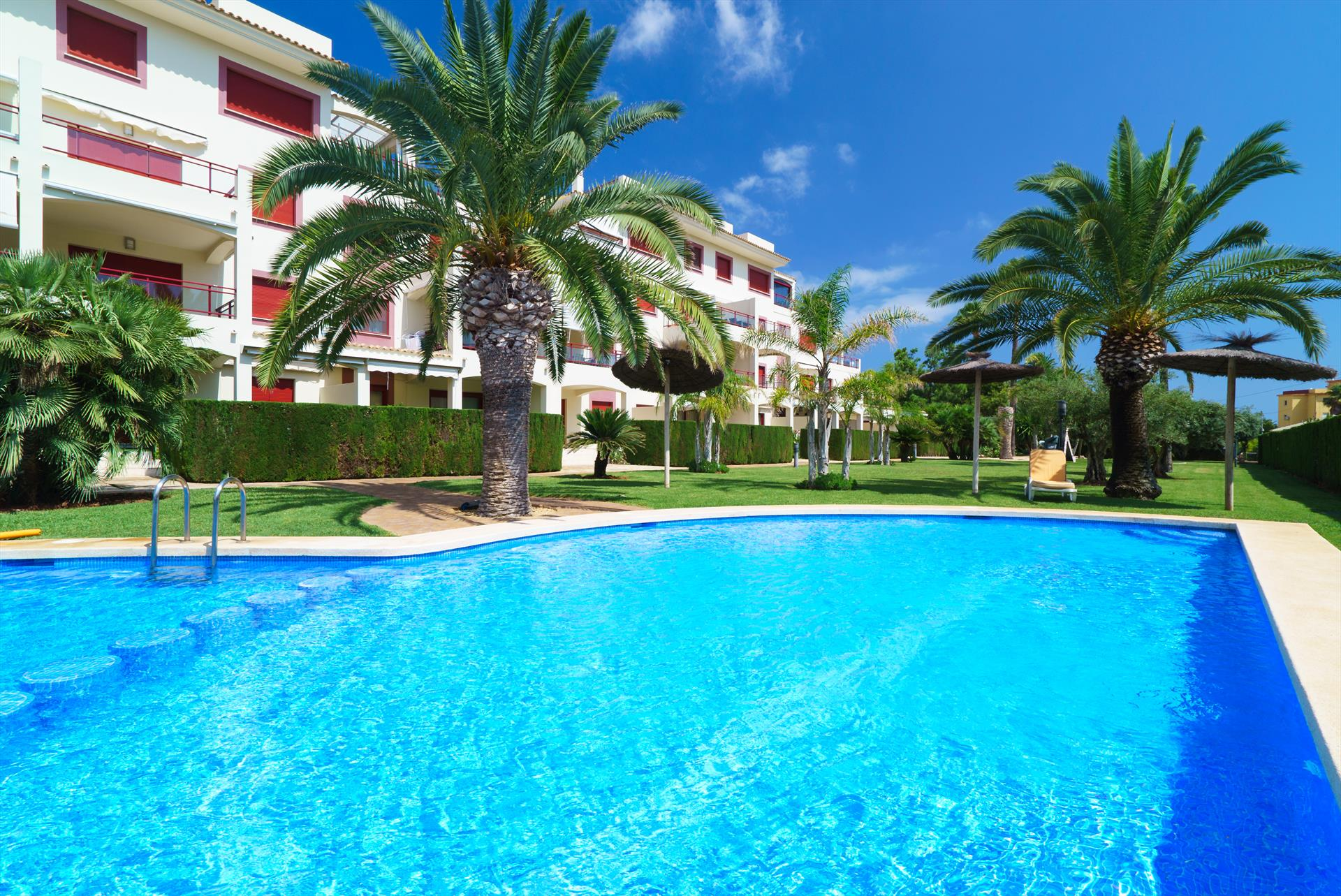 El Palmeral II, Large and comfortable apartment in Denia, on the Costa Blanca, Spain  with communal pool for 6 persons...