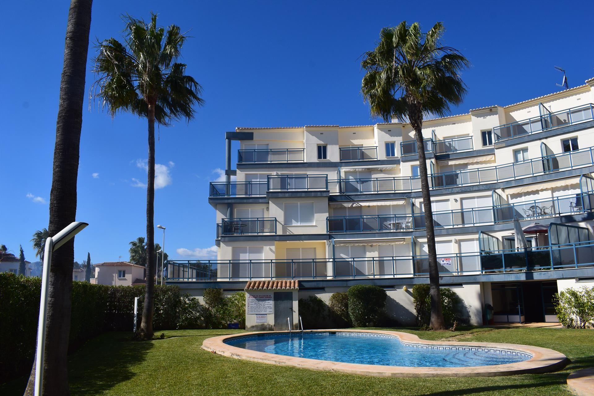 AP308 Green Beach Oliva Nova, Beautiful and cheerful apartment in Oliva, on the Costa Blanca, Spain  with communal pool for 4 persons.....