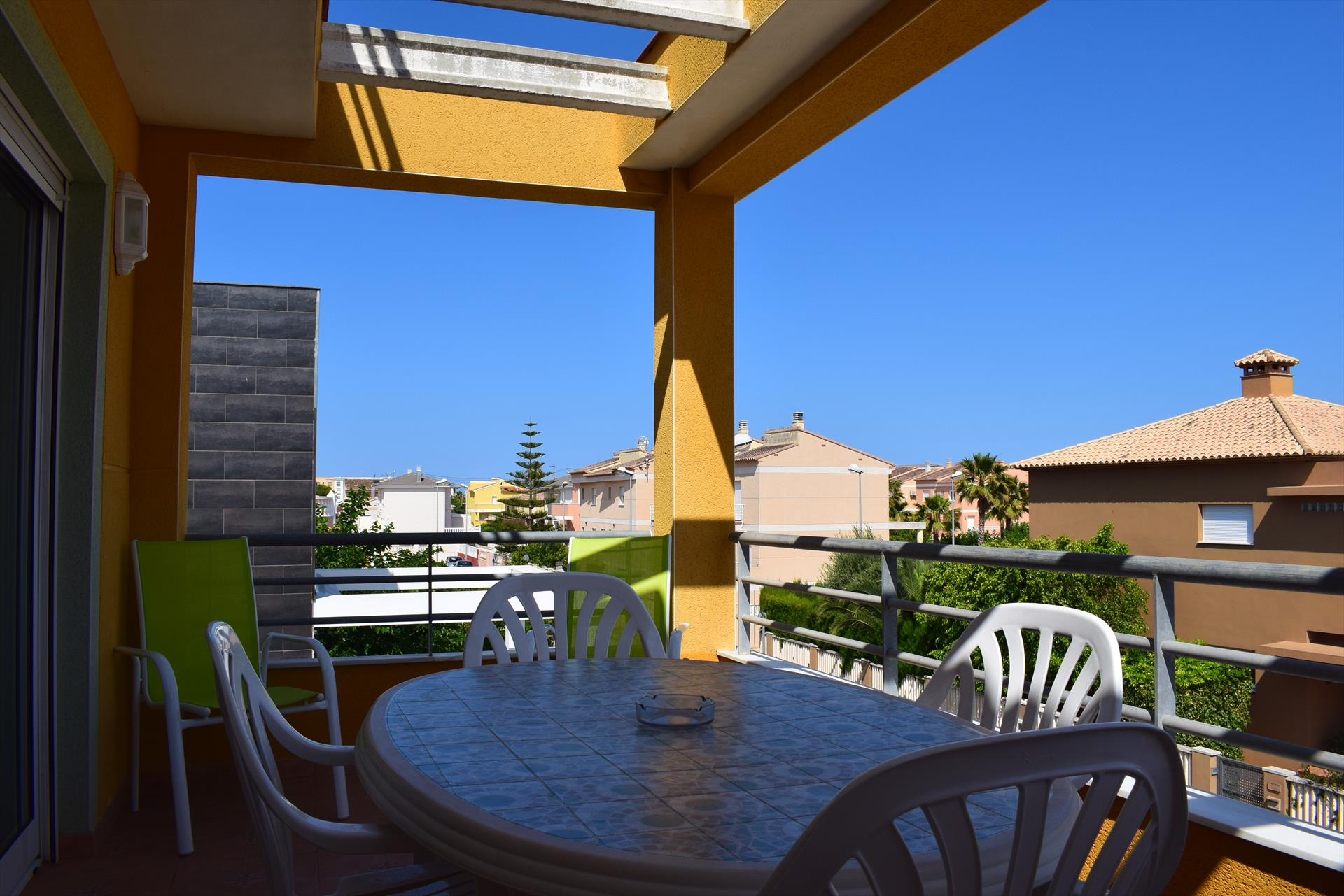 AP91 Playa Pau Pi, Beautiful and cheerful apartment in Oliva, on the Costa Blanca, Spain  with communal pool for 4 persons.....