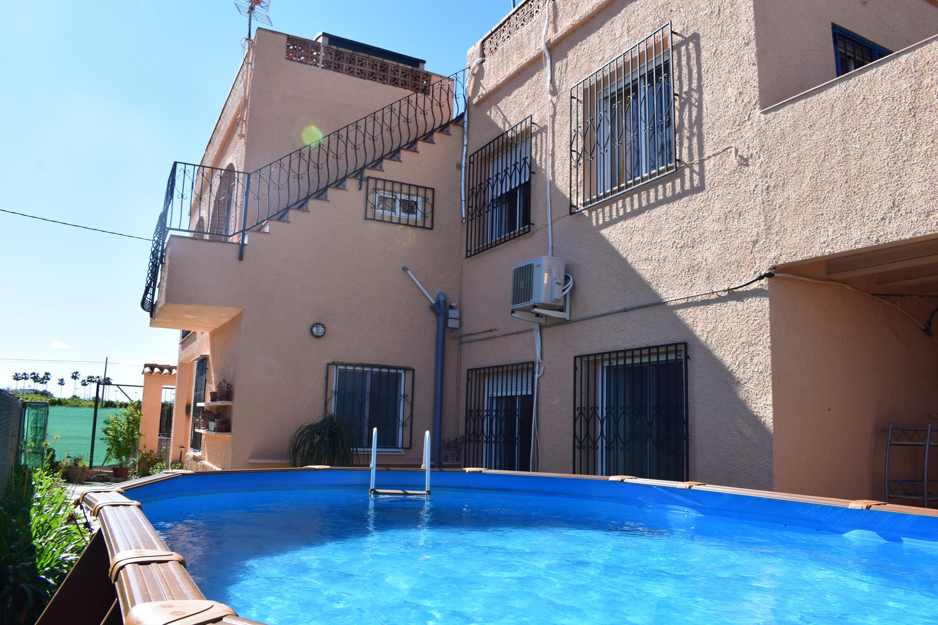 CH1473, Large and cheerful holiday house in Oliva, on the Costa Blanca, Spain  with private pool for 14 persons.....