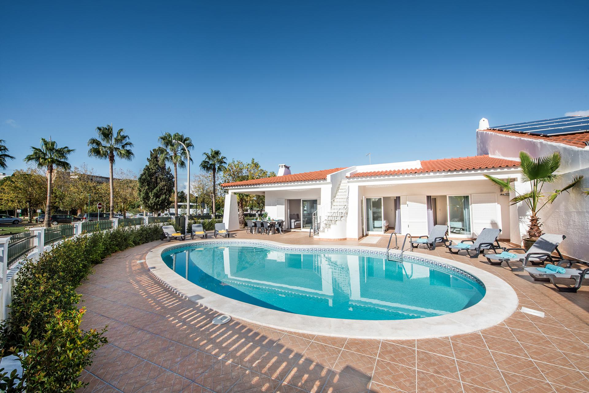 Albufeira Villa LS219, Large and nice villa  with private pool in Albufeira, on the Algarve, Portugal for 12 persons...