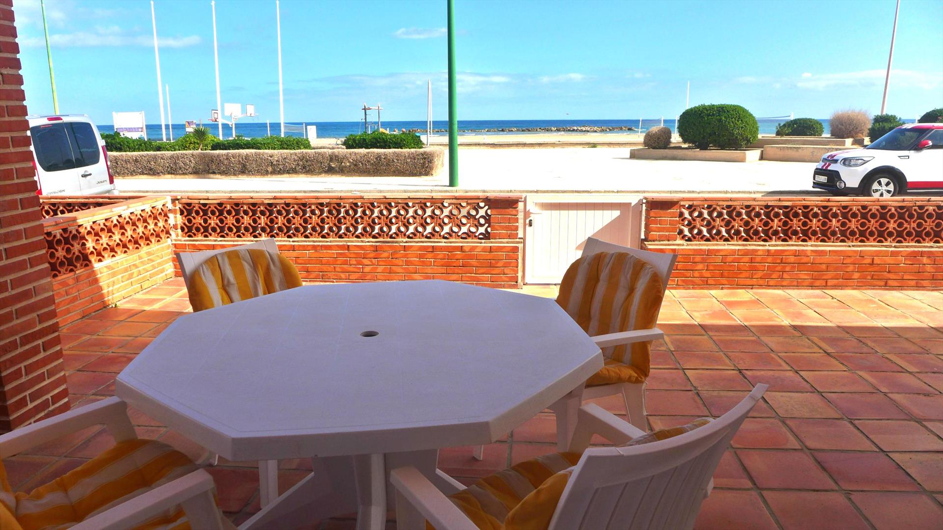 PB350, Lovely and cheerful holiday house in Oliva, on the Costa Blanca, Spain for 8 persons.....