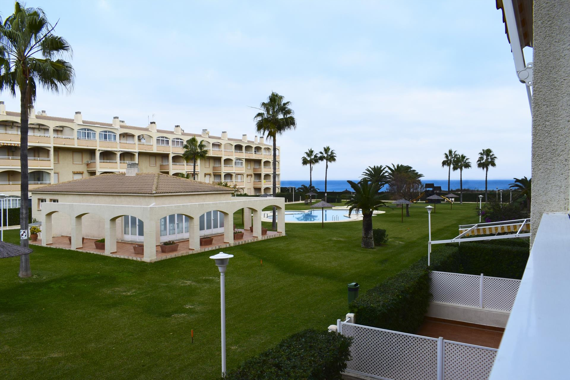 AP2128 Grandes Piscinas frente al Mar, Beautiful and cheerful apartment in Denia, on the Costa Blanca, Spain  with communal pool for 6 persons.....