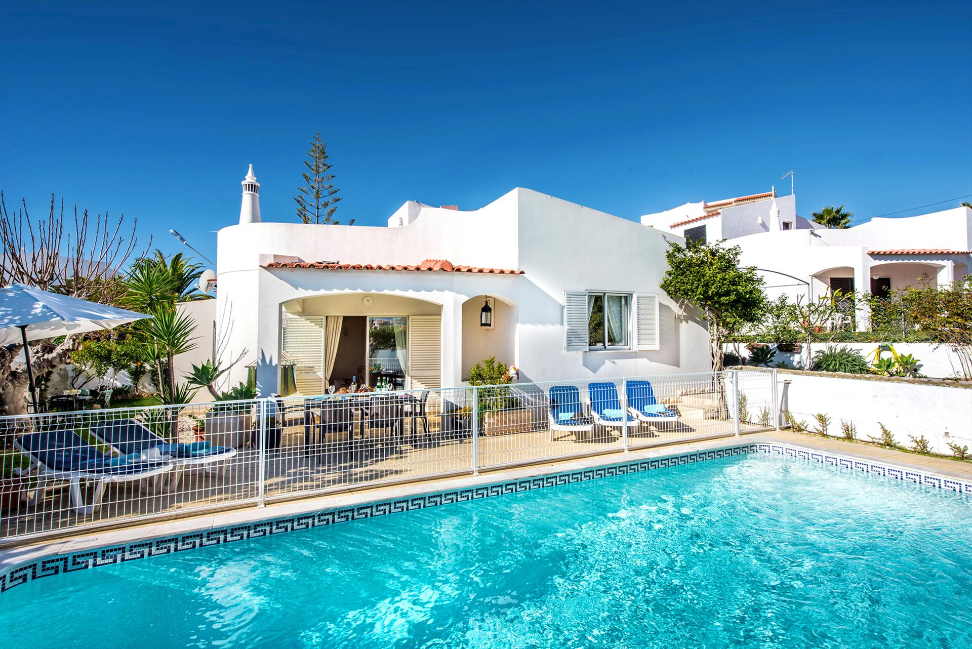 Albufeira villa ls218, Lovely and comfortable villa in Albufeira, on the Algarve, Portugal  with private pool for 8 persons...