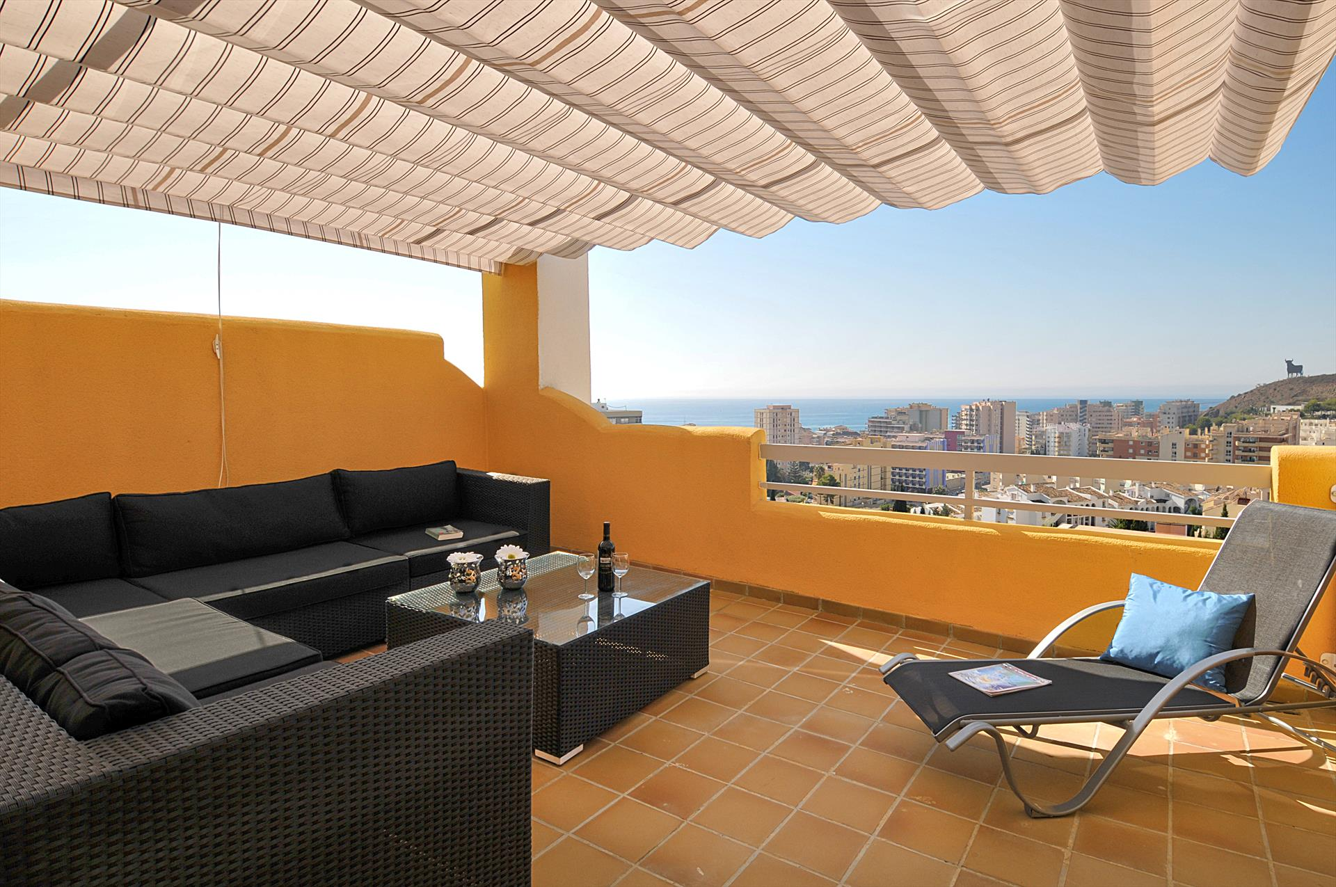 Colina verde, Large and comfortable holiday home  with communal pool in Fuengirola, Andalusia, Spain for 6 persons.....