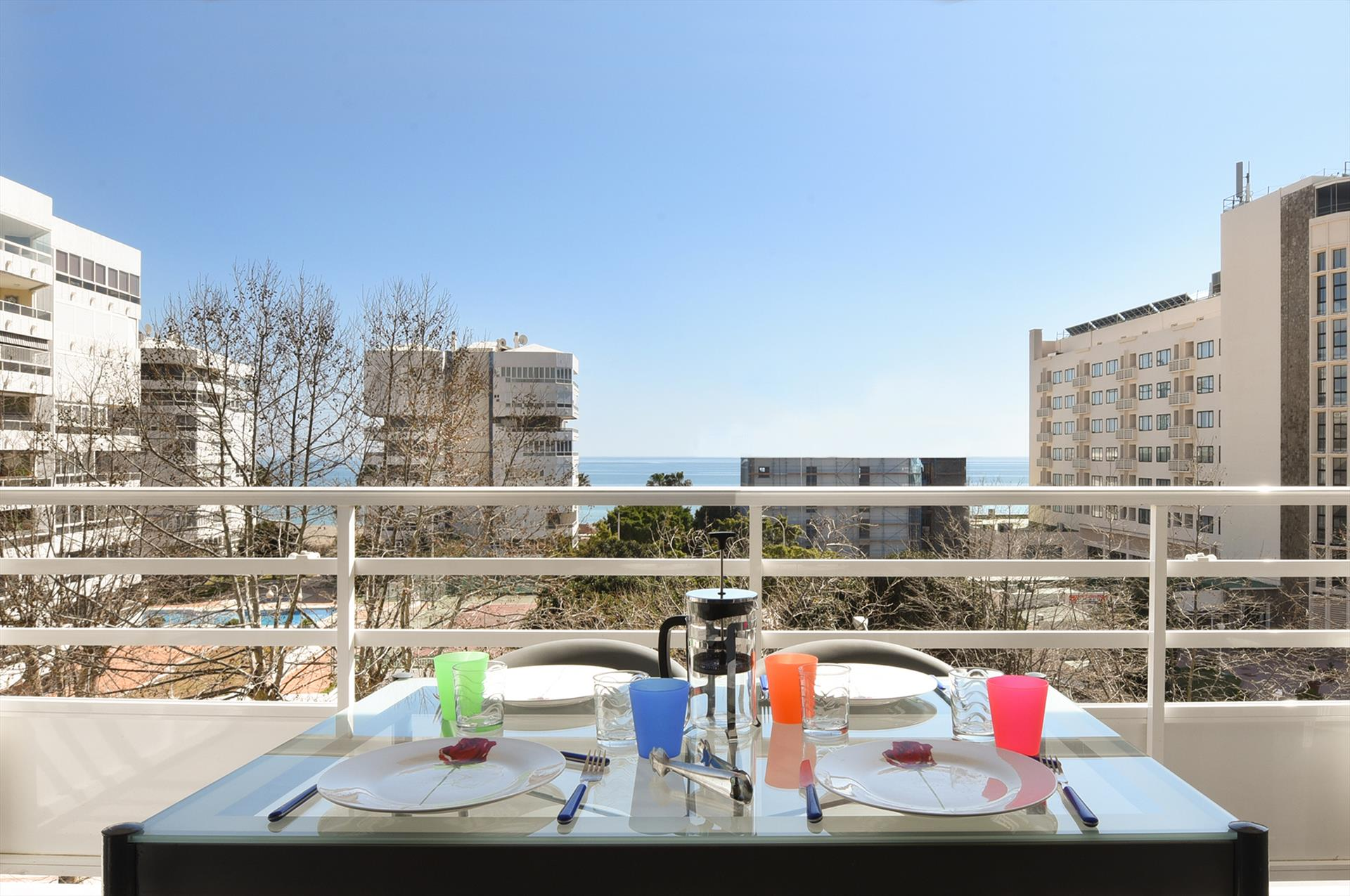 Vista playa, Modern and comfortable apartment in Torremolinos, Andalusia, Spain for 4 persons.....