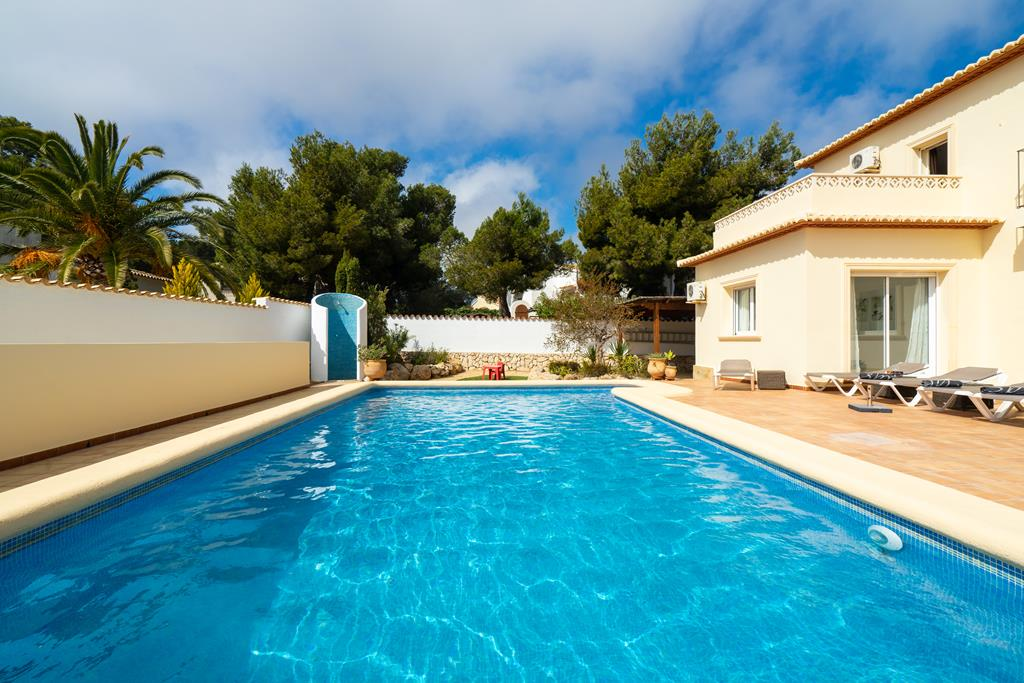 Vista Ibiza 6, Modern and comfortable villa in Javea, on the Costa Blanca, Spain  with private pool for 6 persons...
