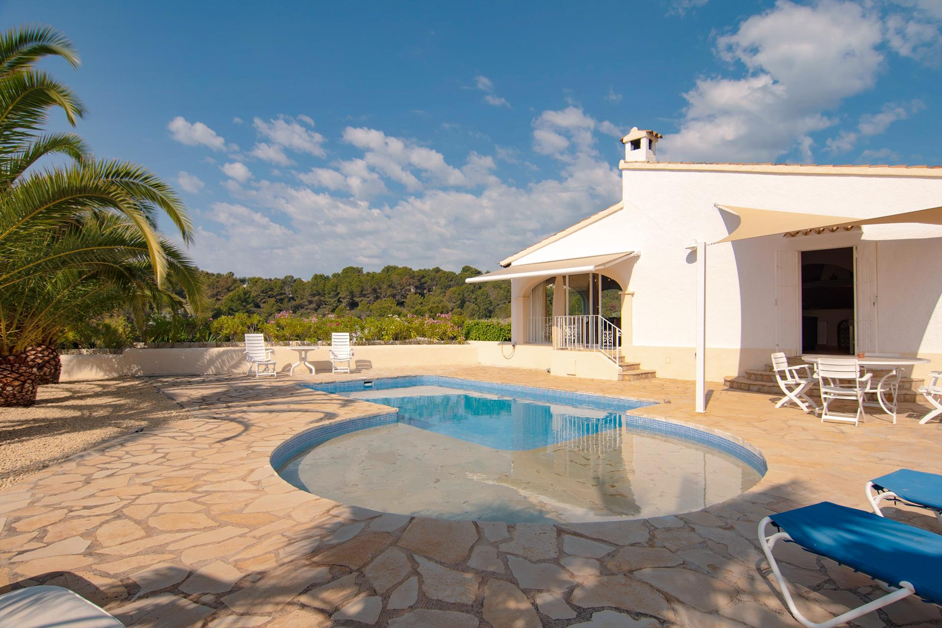 Mil Flores, Classic and comfortable villa  with private pool in Benissa, on the Costa Blanca, Spain for 6 persons.....