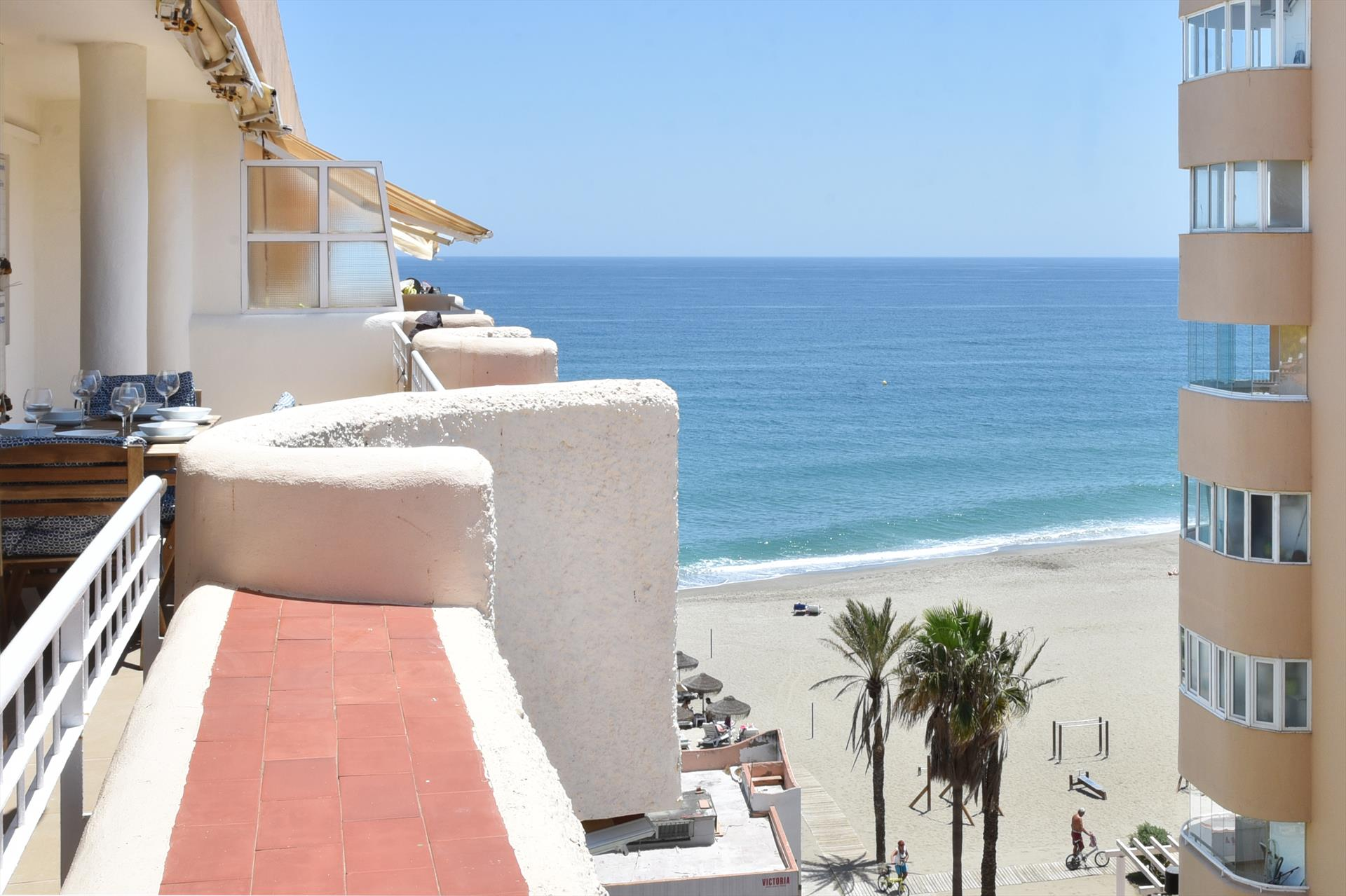 La Duquesa Penthouse, Large and comfortable holiday house  with communal pool in Fuengirola, Andalusia, Spain for 6 persons.....