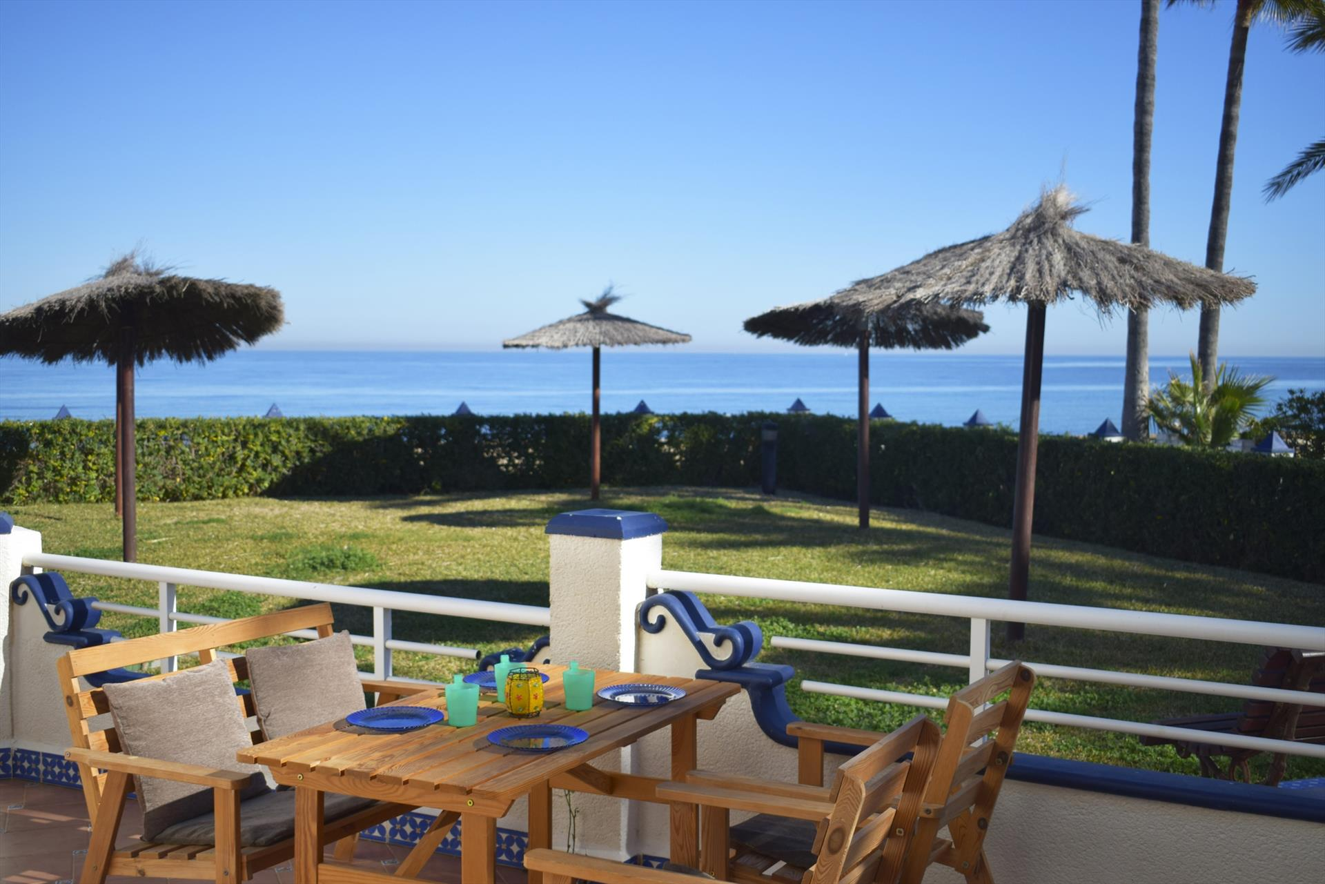 PB2201 Viendo el mar desde cualquier estancia, Wonderful and cheerful apartment  with communal pool in Denia, on the Costa Blanca, Spain for 5 persons.....