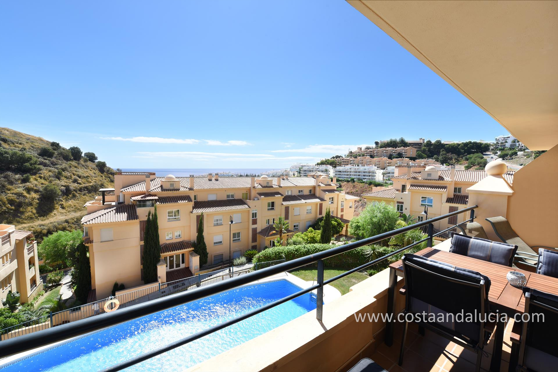 Princess Park, Lovely and cheerful apartment  with communal pool in Mijas costa, Andalusia, Spain for 4 persons.....