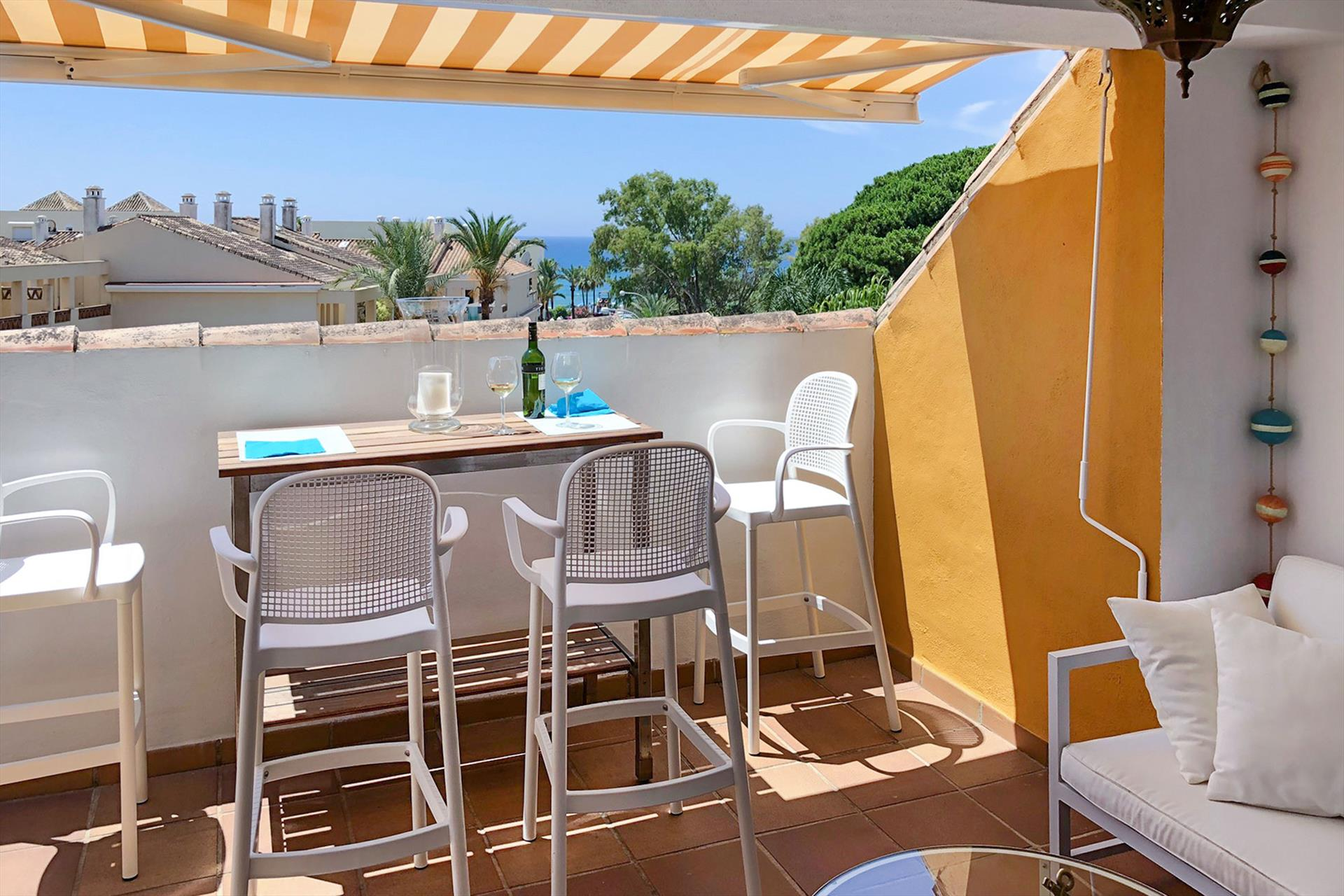 Marbella Park Beach, Beautiful and comfortable apartment  with communal pool in Marbella, Andalusia, Spain for 4 persons.....