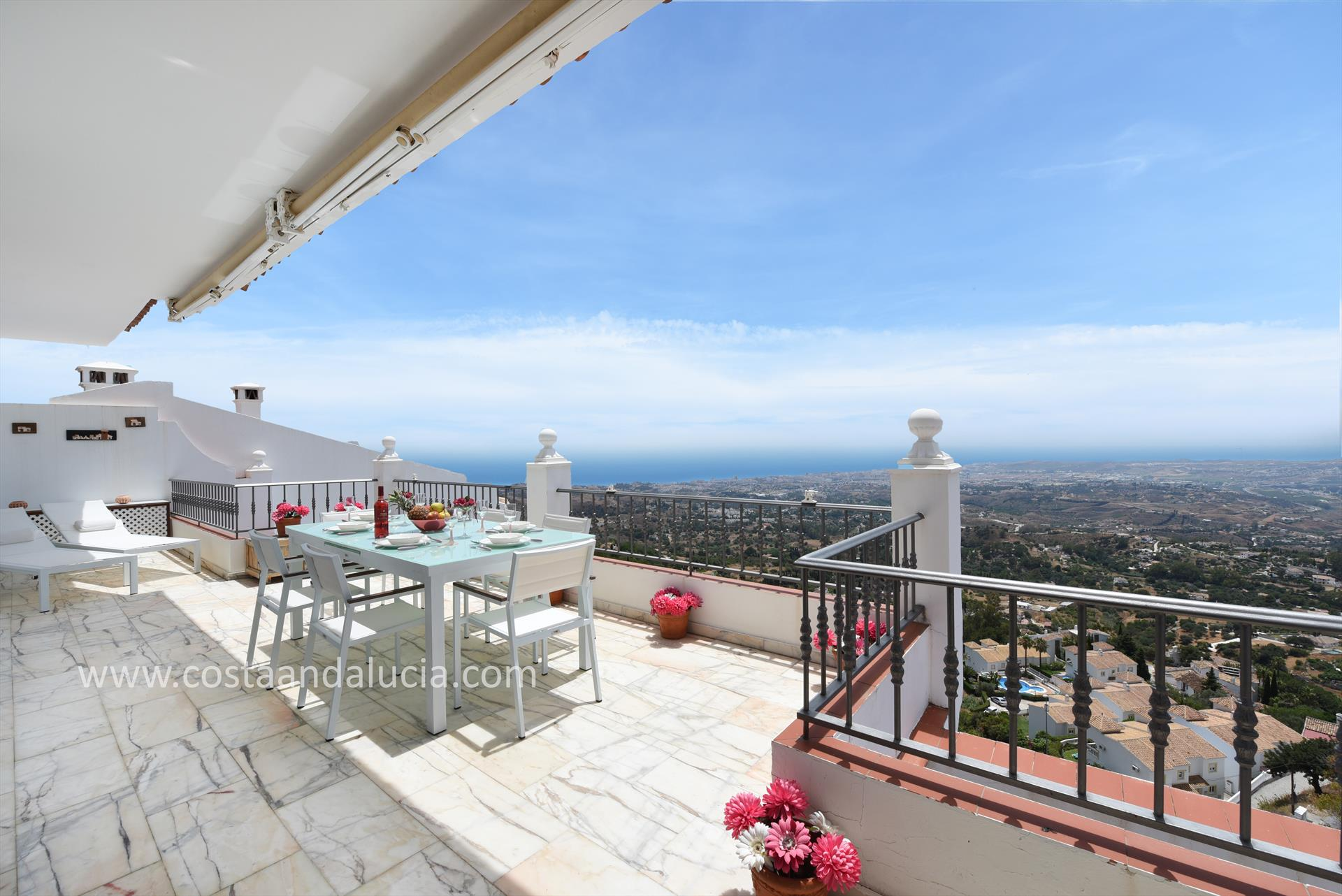 Mirador de Mijas, Classic and comfortable holiday home  with communal pool in Mijas, Andalusia, Spain for 6 persons.....