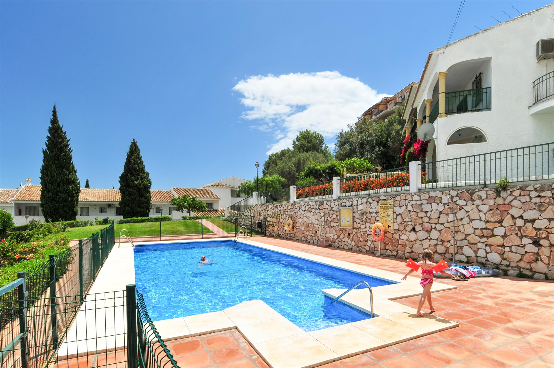 Stella Blanca, Beautiful and comfortable apartment  with communal pool in Fuengirola, Andalusia, Spain for 4 persons.....