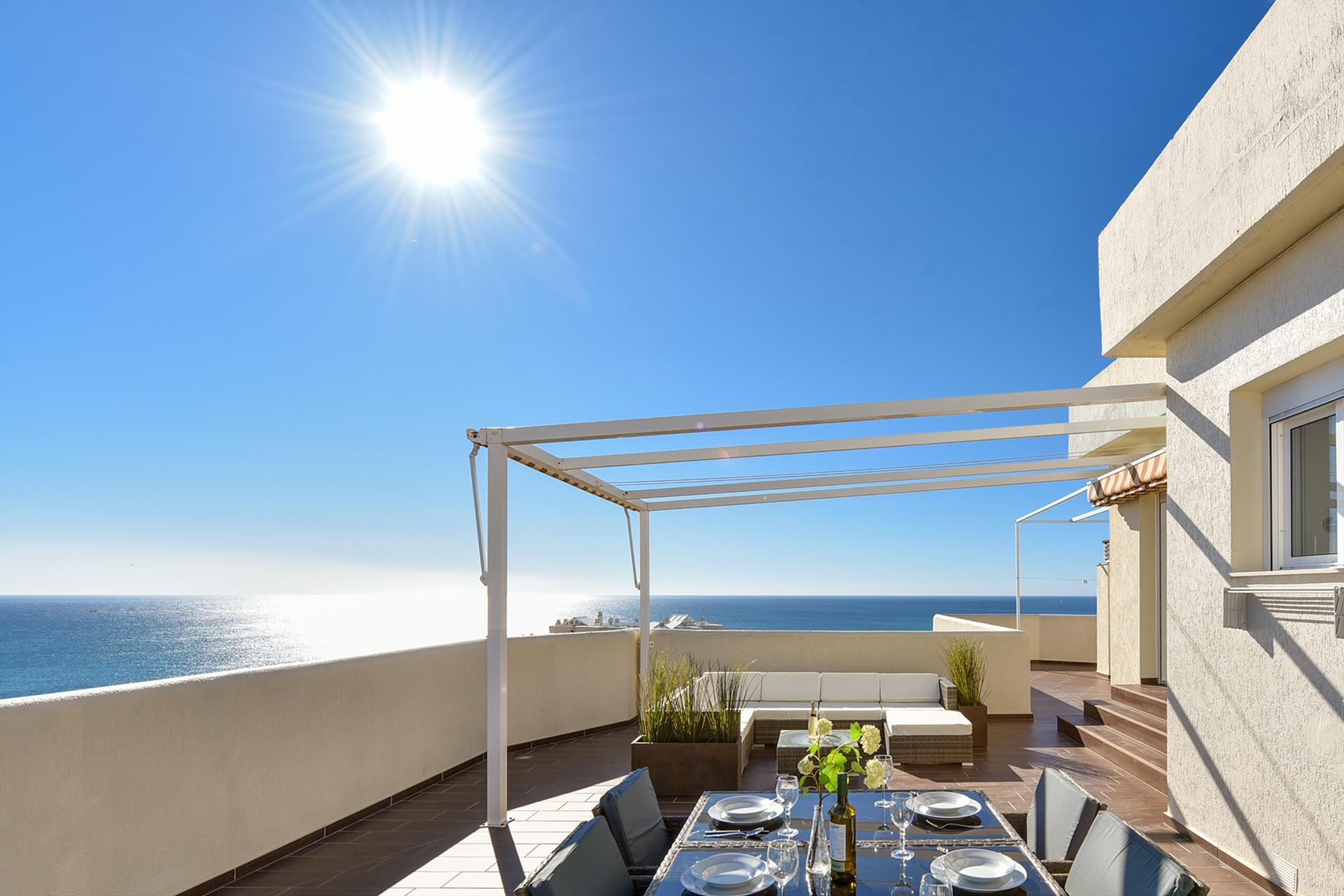 Benalbeach Penthouse, Wonderful and comfortable holiday house in Benalmádena, Andalusia, Spain  with communal pool for 4 persons.....