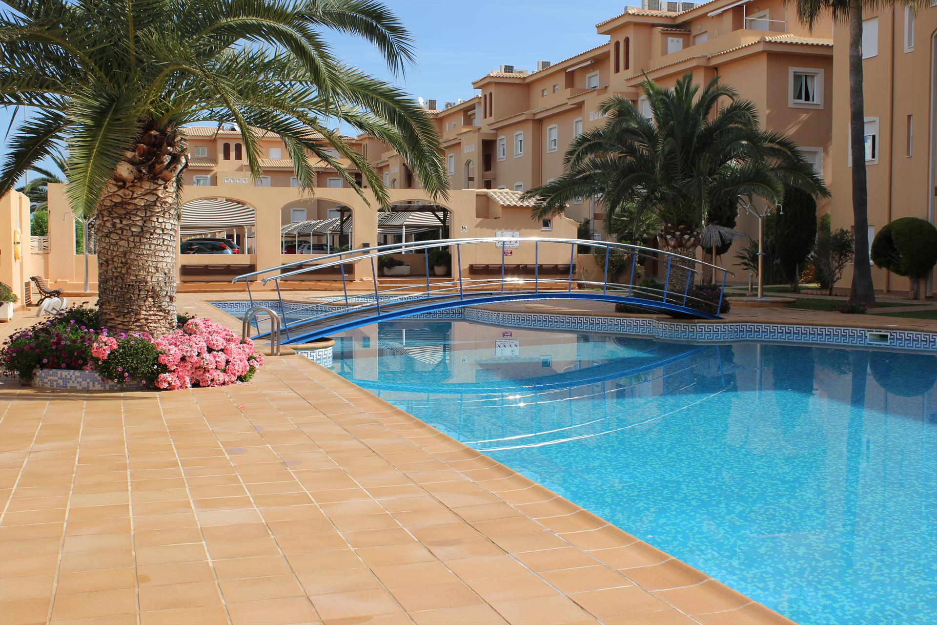 PALM BEACH 71, Beautiful and comfortable apartment  with communal pool in Denia, on the Costa Blanca, Spain for 5 persons.....