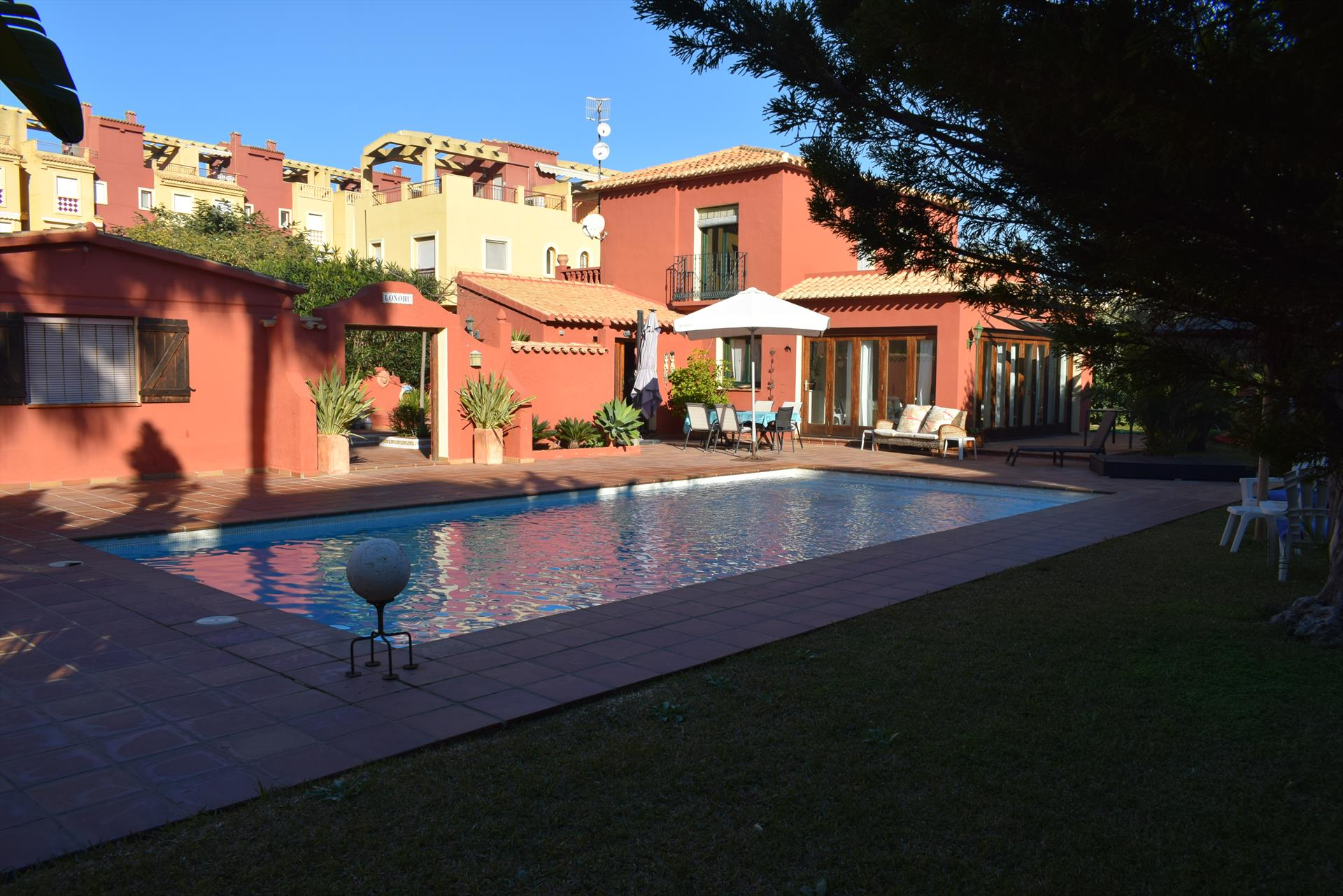 CH3205 De la Piscina a la Playa de Arena, Wonderful and cheerful holiday house in Denia, on the Costa Blanca, Spain  with private pool for 7 persons.....