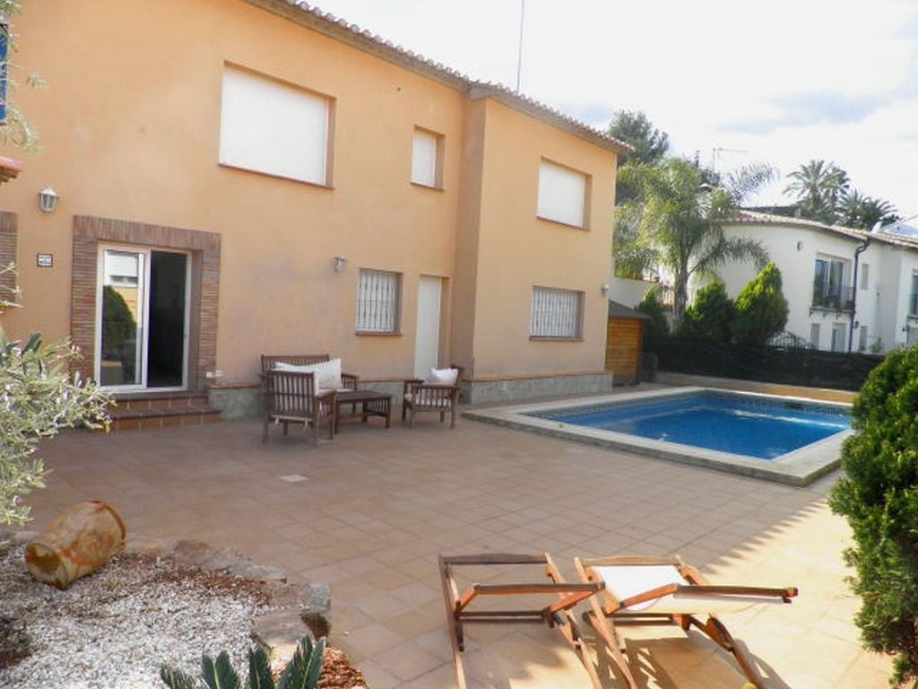 CH5301 Espacioso Chalet con Piscina Privada, Large and comfortable holiday house in Denia, on the Costa Blanca, Spain  with private pool for 9 persons.....