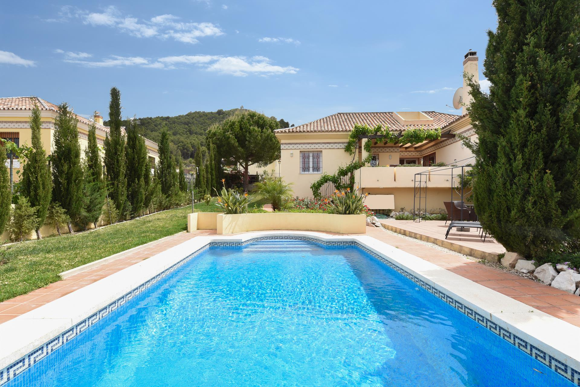 Casa Los Pinos, Large and comfortable villa in Alhaurín de la torre, Andalusia, Spain  with private pool for 6 persons.....