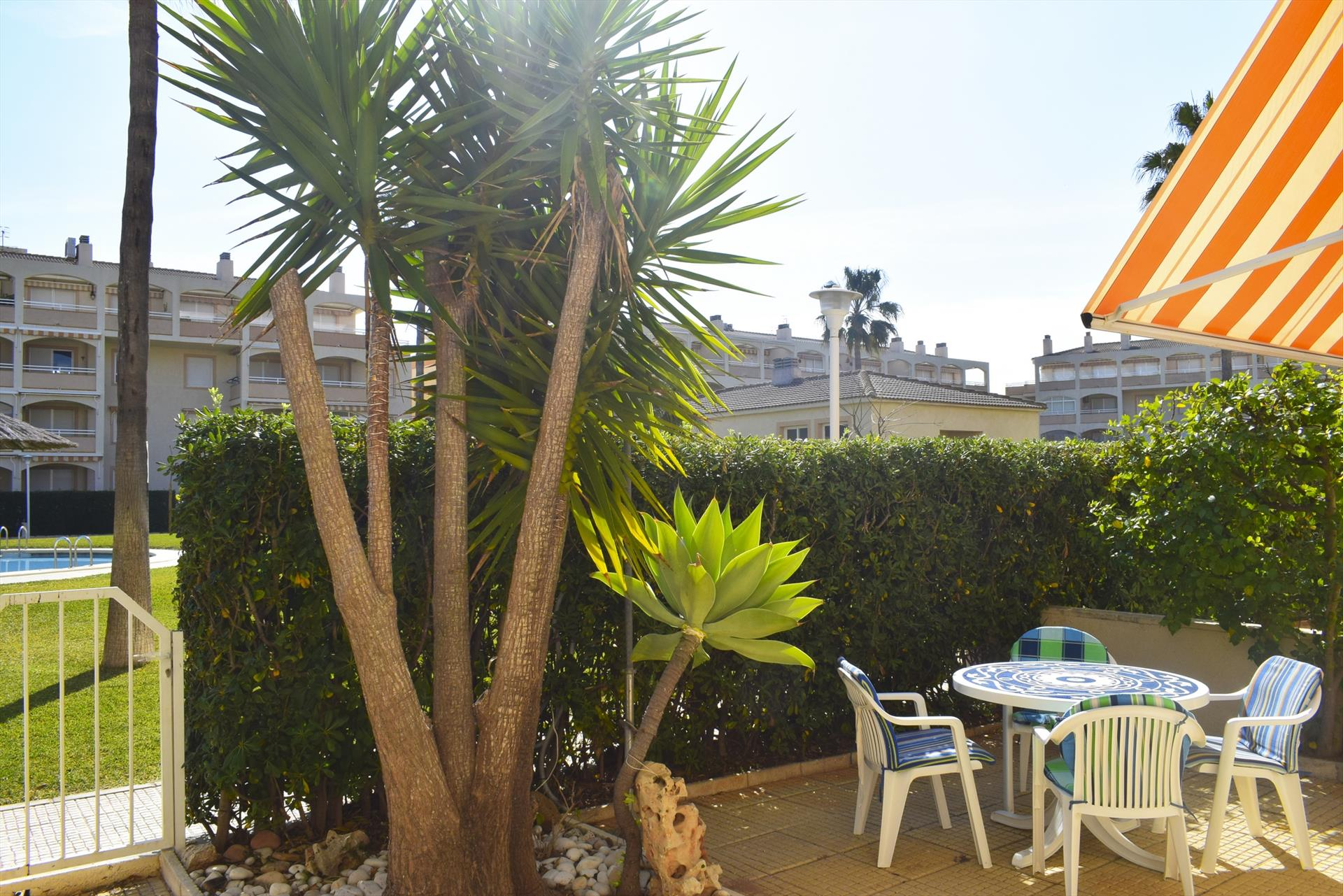 PB2102 Parcela vallada junto a la Playa, Beautiful and cheerful apartment  with communal pool in Denia, on the Costa Blanca, Spain for 4 persons.....